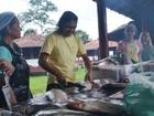 Índios preparam almoço para celebrar data no AP; no cardápio, peixe assado
