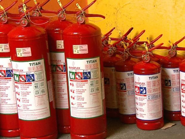 Venda de extintores aumenta 30% na região de São Carlos (Foto: Wilson Aiello/EPTV)