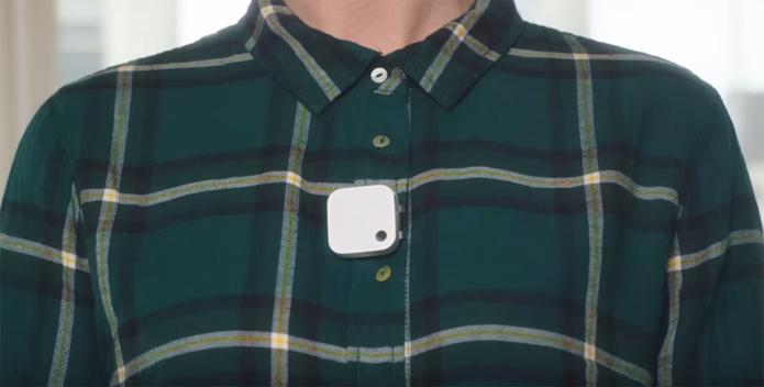 Câmera pode ser colocada em roupas para fazer fotos e vídeos automáticos (Foto: Reprodução/Youtube)