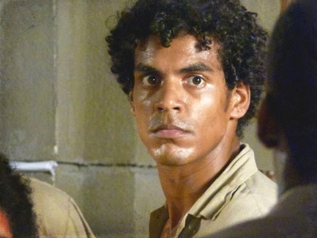 Ele não vai se render antes de mais uma luta (Foto: Lado a Lado / TV Globo)