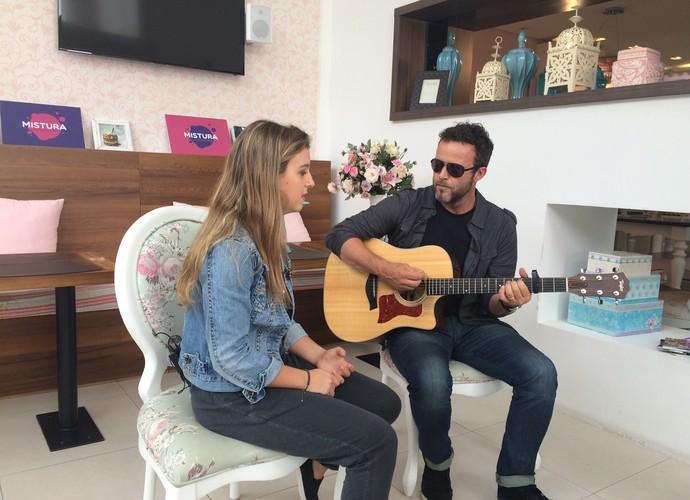 Pai e filha, Teco e Laura Padaratz dividem o amor pela música (Foto: RBS TV/Divulgação)