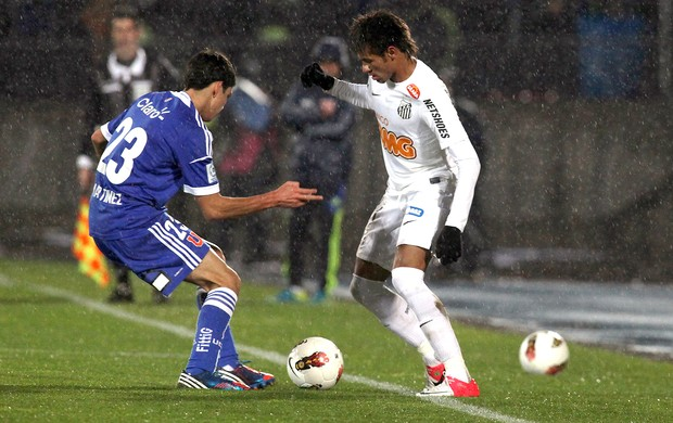 Sebastian Martinez e Neymar, Universidad de Chile x Santos (Foto: Agência EFE)