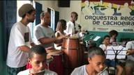 No recôncavo baiano, reggae e instrumentos filarmônicos resultam em uma bela orquestra