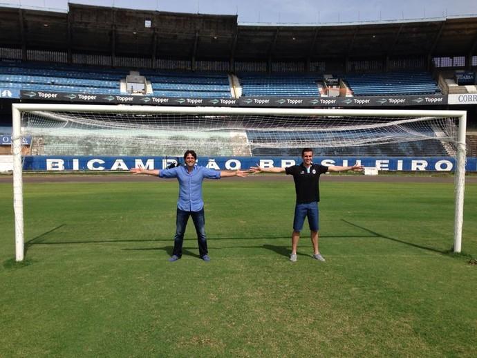 Danrlei e Marcelo Grohe no Olímpico - matéria do RBS Esporte (Foto: Márcio Meneghini/RBS TV)
