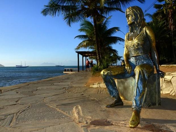 df2cf957ab776 Restaurada, escultura da atriz Brigitte Bardot volta à orla de Búzios, no RJ