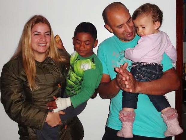 Mariângela, os filhos e o marido (Foto: Mariângela Aparecida Buccioli Pimenta/Arquivo Pessoal)