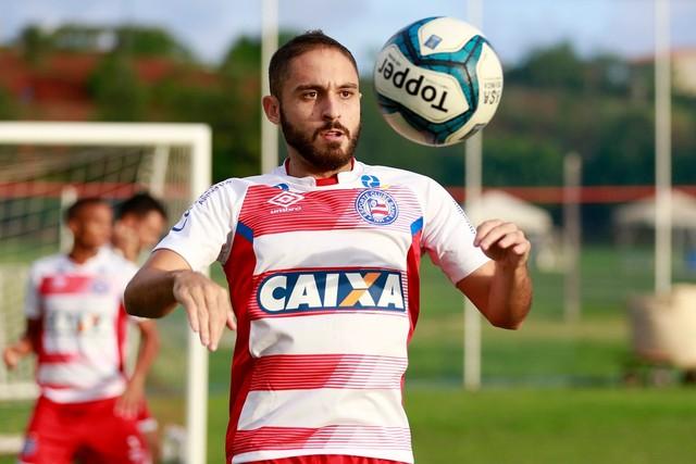 Meia do Bahia é indicado, mas Corinthians prioriza reforços para a defesa