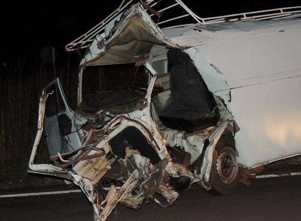 Veículo ficou totalmente destruído com a batida (Foto: Jociano Garofolo / Arquivo pessoal)