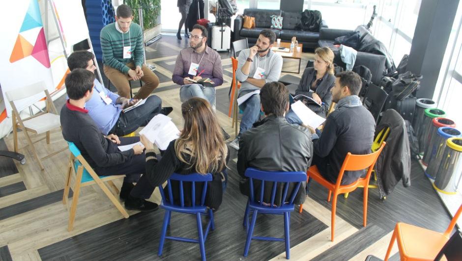 Sessão de mentoria entre especialistas e empreendedores (Foto: Artemisia)