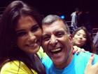 Kamilla vai ao teatro e fotografa com  o ator e diretor Jorge Fernando