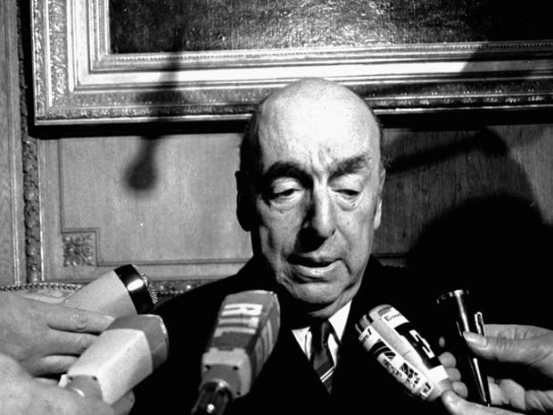 O poeta Pablo Neruda em 21 de outubro de 1971, em Paris (Foto: AP)