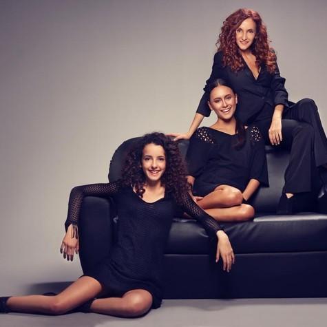 Gorete Milagres com as filhas, Alice e Maria (Foto: Márcio Rodrigues)