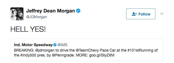 O ator Jeffrey Dean Morgan celebra o anúncio de seu trabalho como piloto do Safety Car das 500 Milhas de Indianópolis (Foto: Twitter)
