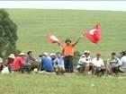 Agricultores bloqueiam rodovias para protestar no RS