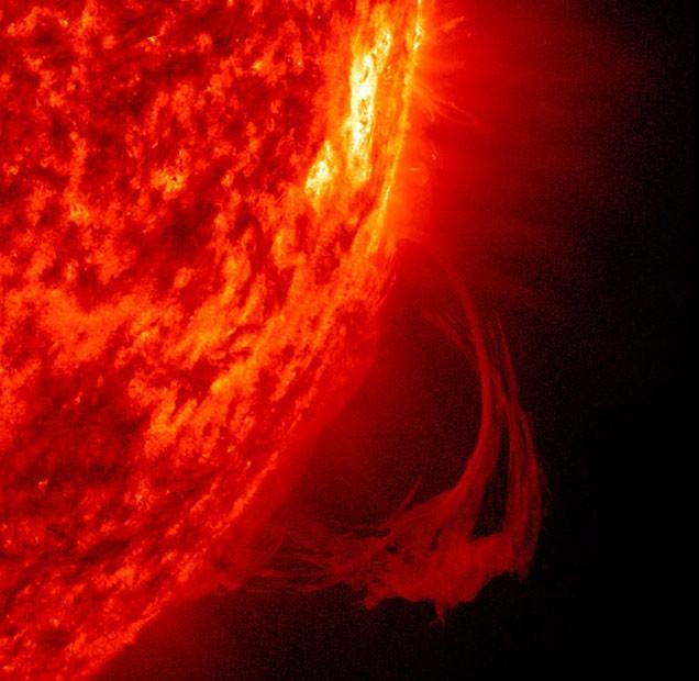 Um longo arco de plasma é liberado do Sol durante tempestade magnética registrada entre 10 e 16 de julho deste ano. (Foto: Solar Dynamics Observation/Nasa)