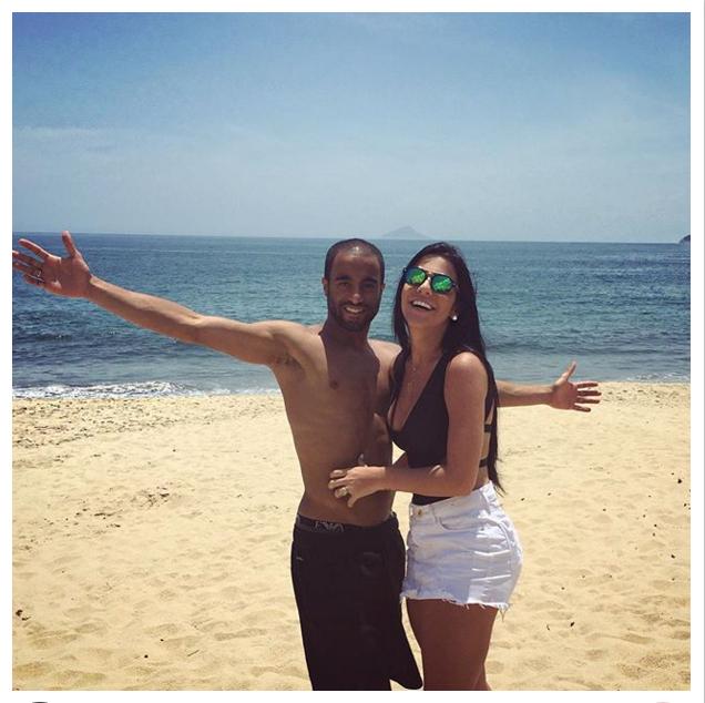 """BLOG: Noiva posta foto com Lucas na praia e escreve declaração de amor: """"Minha vida"""""""