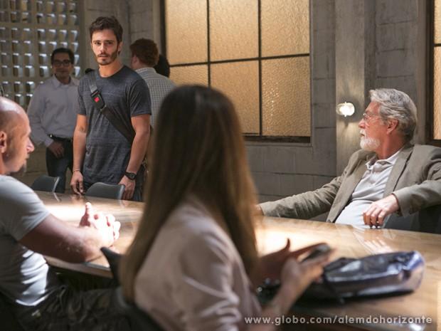 William faz questão de sentar longe de Lili (Foto: Felipe Monteiro/TV Globo)