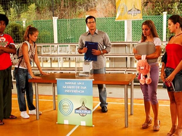 Adriano (Daniel Boaventura) e alunos - Malhao 2006 (Foto: Reproduo)