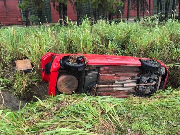 Segundo inspetor, pneus traseiros do carro estavam gastos (Foto: Walter Paparazzo/G1)
