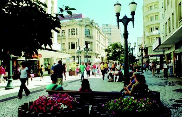 Foto da Rua XV de Novembro pelo olhar do fotógrafo Macaxeira (Foto: Divulgação)