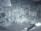 Homem furta loja no centro de Jacareí; veja vídeo