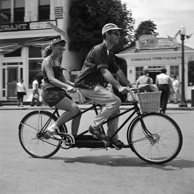 Casal em bicicleta (Foto: Getty Images)