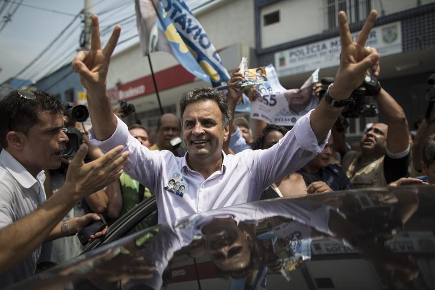 Aécio Neves (PSDB) em campanha no Mercadão de Madureira, no Rio de Janeiro
