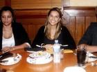 Mariana Rios comemora aniversário com fãs