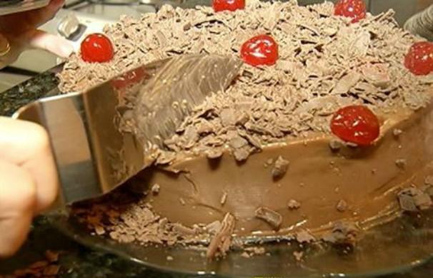 Bolo de chocolate com brigadeiro gourmet (Foto: Reprodução Inter TV Grande Minas)