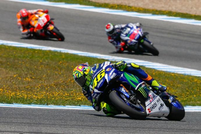 Valentino Rossi controla vantagem sobre Jorge Lorenzo e Marc Márquez (Foto: Divulgação)