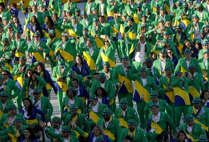 Delegação brasileira na cerimônia de abertura do Parapan de Toronto (Foto: Washington Alves/Light Press)