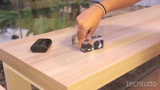 Samsung revela Gear Fit 2 com GPS e fones wireless Gear IconX