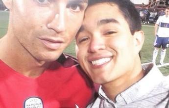 BLOG: Selfie nele! Fã de Cristiano Ronaldo posta foto tirada no jogo com Ilhas Faroe