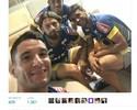 Thiago Neves posta foto com colegas de elenco e torcida cruzeirense vibra