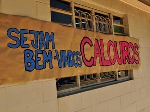 Cartaz dá boas vindas para os calouros da Universidade Estadual de Campinas (Foto: Lucas Jerônimo/G1Campinas)