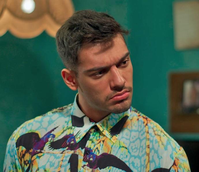 Uood fica tentado com o cozido que Vanda vai fazer e deixa Alina daquele jeito (Foto: TV Globo)