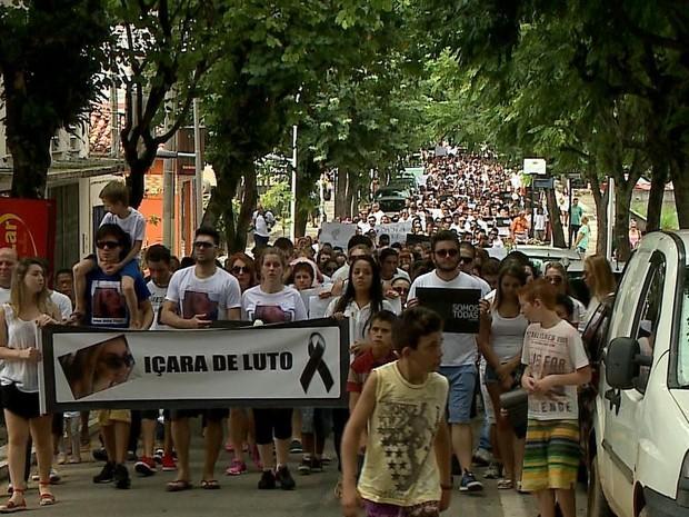 Manifestação pacífica ocorreu na manhã deste sábado (7) em Içara (Foto: Reprodução/RBS TV)
