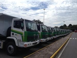 Caminhões e equipamentos foram entregues à prefeituras do RS (Foto: Felipe Truda/G1)