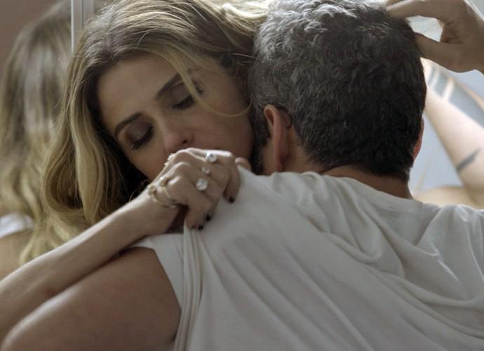 Os dois se atracam com tudo (Foto: TV Globo)
