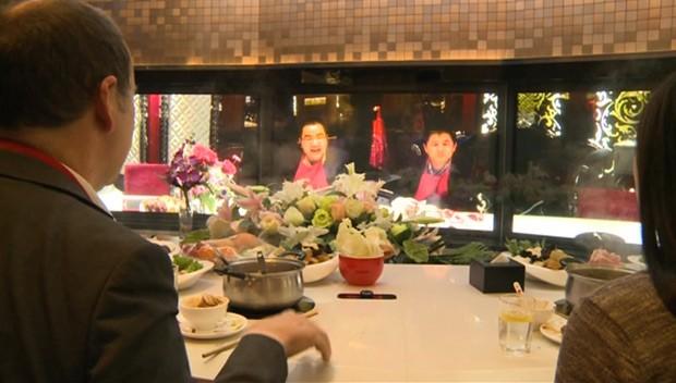 Restaurante na China oferece 'jantar virtual' com convidados à distância (Foto: BBC)