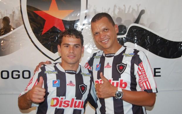 Apresentação de Warley e Doda no Botafogo-PB (Foto: Lucas Barros / Globoesporte.com/pb)