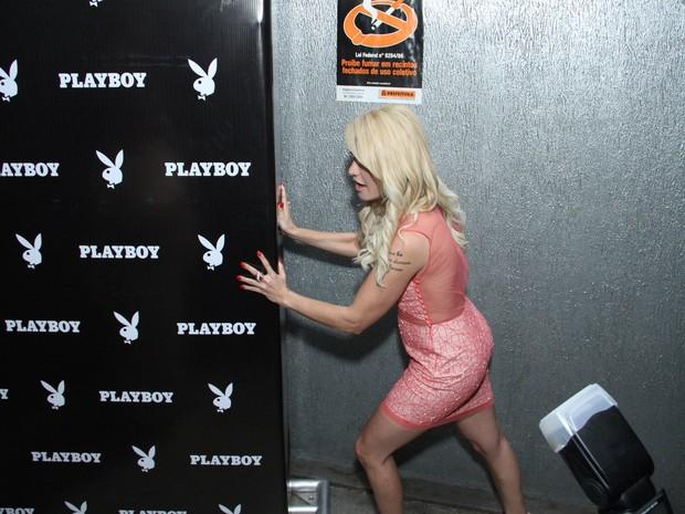 Antônia Fontenelle muda o backdrop  de local em festa de lançamento 'Playboy' em boate no Rio (Foto: Thyago Andrade/ Foto Rio News)