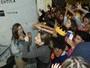 Maisa Silva é cercada por seguranças para conter assédio de fãs em SP