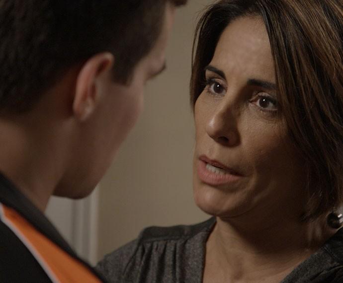 Beatriz diz a Diogo que precisa deixá-lo (Foto: TV Globo)