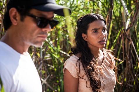 Gabriela Moreyra com o diretor Leonardo Miranda (Foto: Edu Moraes/Record)