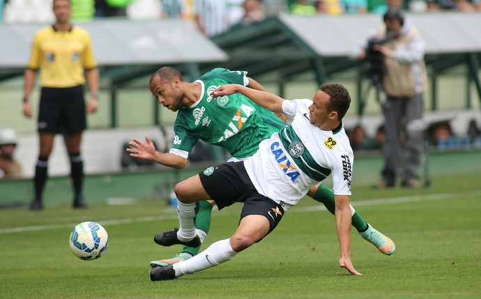 Carlinhos Coritiba e Chapecoense  (Foto: Giuliano Gomes / PR Press)
