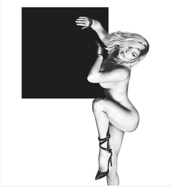 A cantora Fergie como veio ao mundo em foto publicada em seu perfil no Instagram (Foto: Reprodução/Instagram)