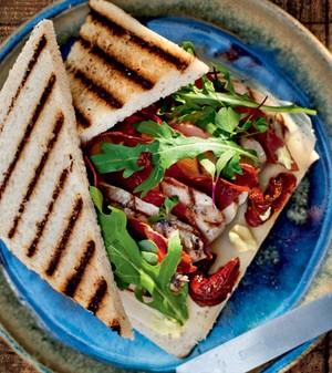 Club sandwich com frango orgânico e presunto de parma (Foto: Ricardo Corrêa/Editora Globo)