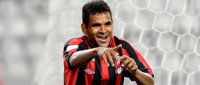 Ederson gol jogo Atlético-PR e Sporting Cristal pré-libertadores (Foto: AP)