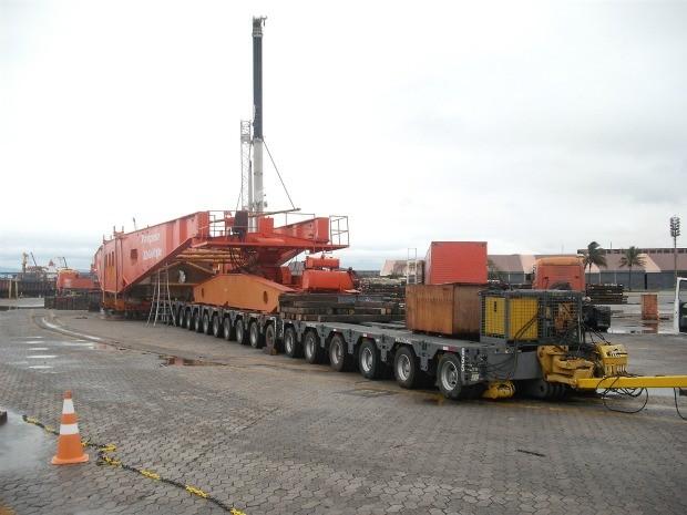 Carreta gigante tem mais de 654 toneladas e 111 metros de comprimento. (Foto: Divulgação/Transpesa)